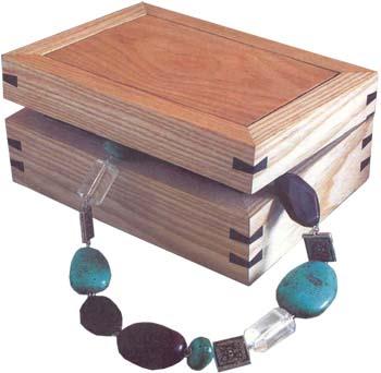 http://wood-petr.ru/images/shkatulka-iz-drevesiny-02.jpg